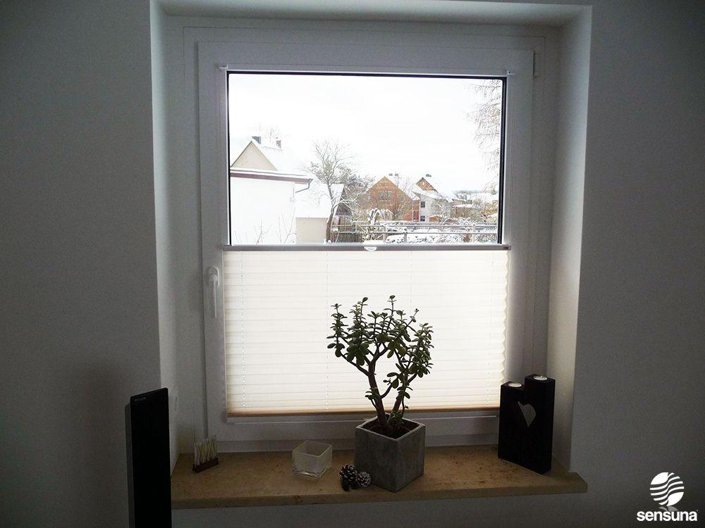 Cremeweißes Plissee am Wohnzimmerfenster - ein Kundenbild