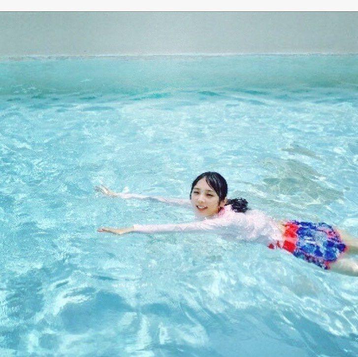 泳いでいる与田祐希