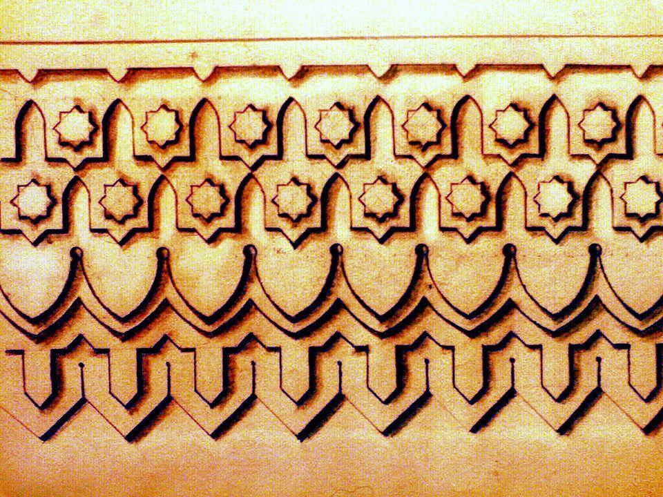 إفريز كورنيش Corniches شريط زخرفي بارز ي شكل بصورة ذات أشكال نباتي ة أو هندسي ة وزخرفية ونباتية معينة على جدران المبا Islamic Art Geometric Design Geometric