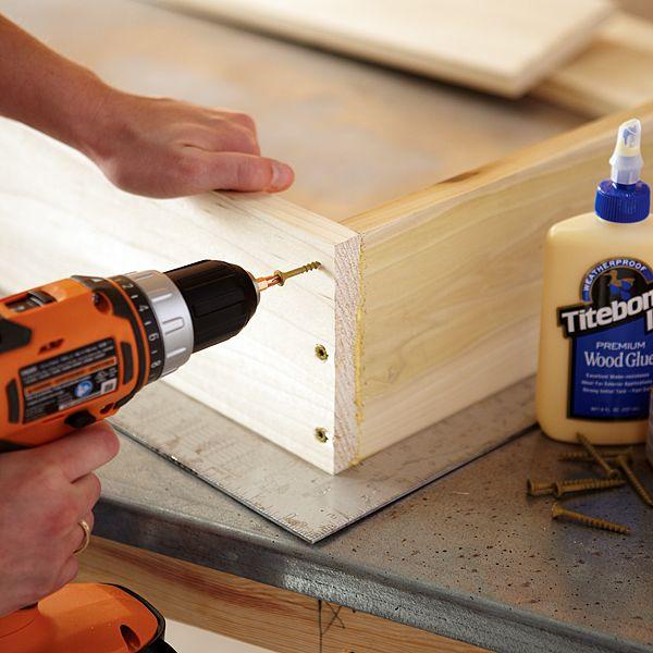 Construire une petite armoire murale avec table pliante Construire un placard mural