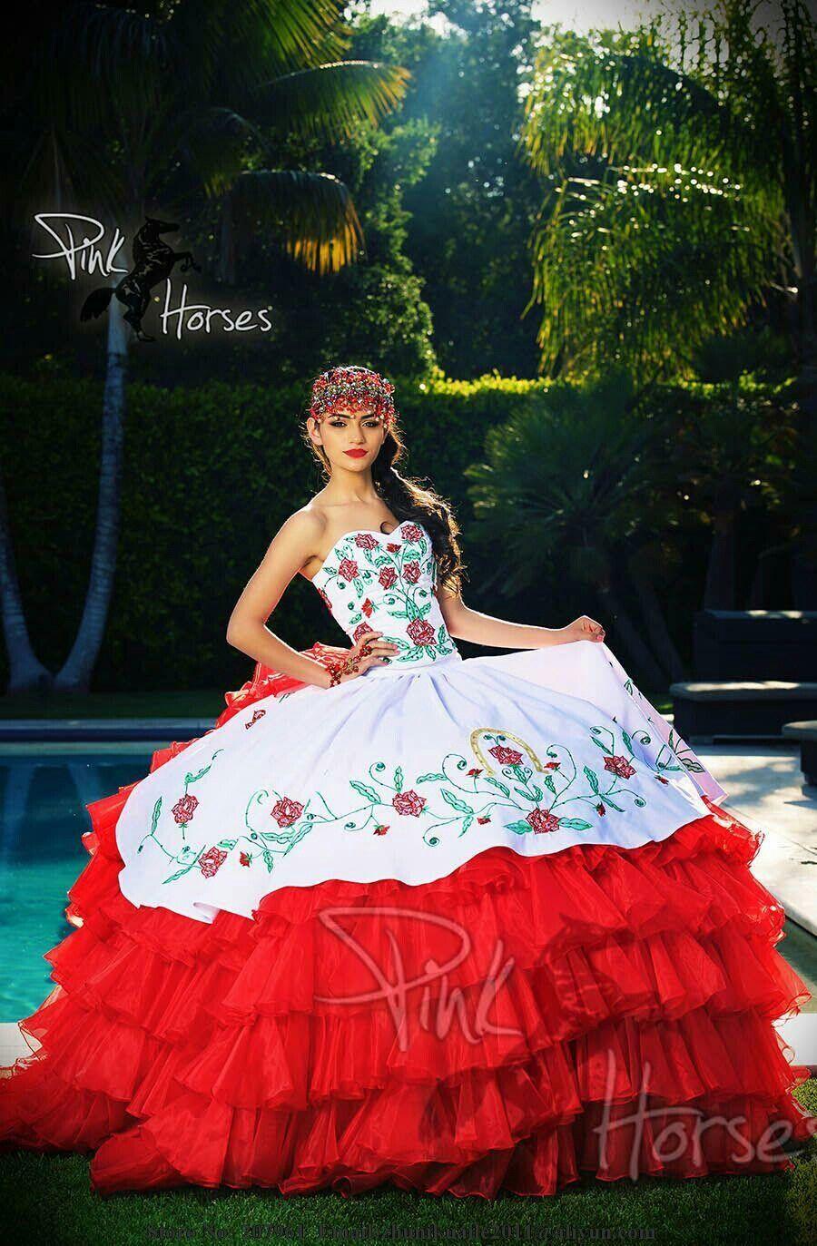 Pin von Myrka Mateo-Flores auf Quinceañera Dresses | Pinterest