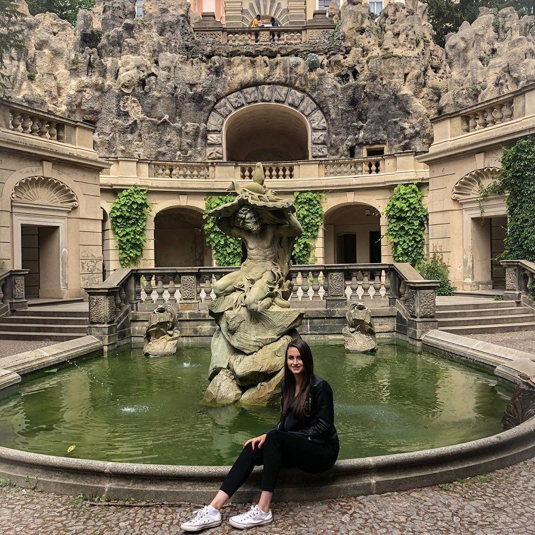 """Denisa 🌸 on Instagram: """"Krásné místo! 🌸🌸 . #havlickovysady #tripp #myfriend #happylife #smile😁 #sunnydays☀️ #czechgirl #dnescestujem #zaziteknacelyzivot…"""""""