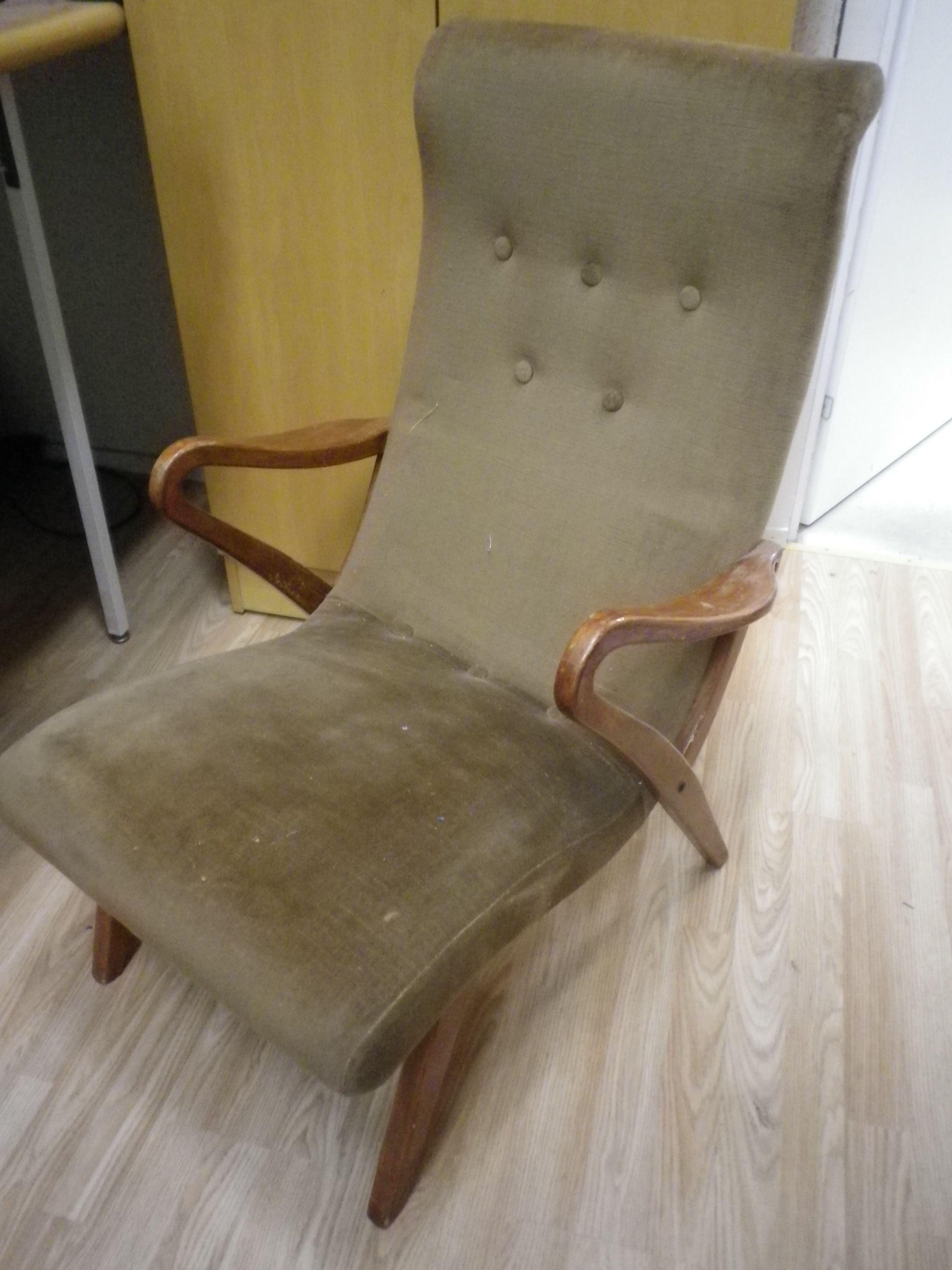 50-luvun tuoli, odottaa kunnostusta tulossa myyntiin