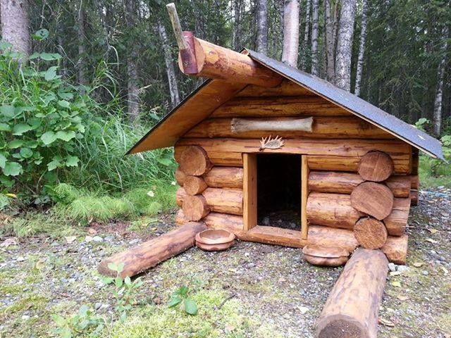 What A Cute Log Cabin Dog House Dog House Diy Log Cabin Dog