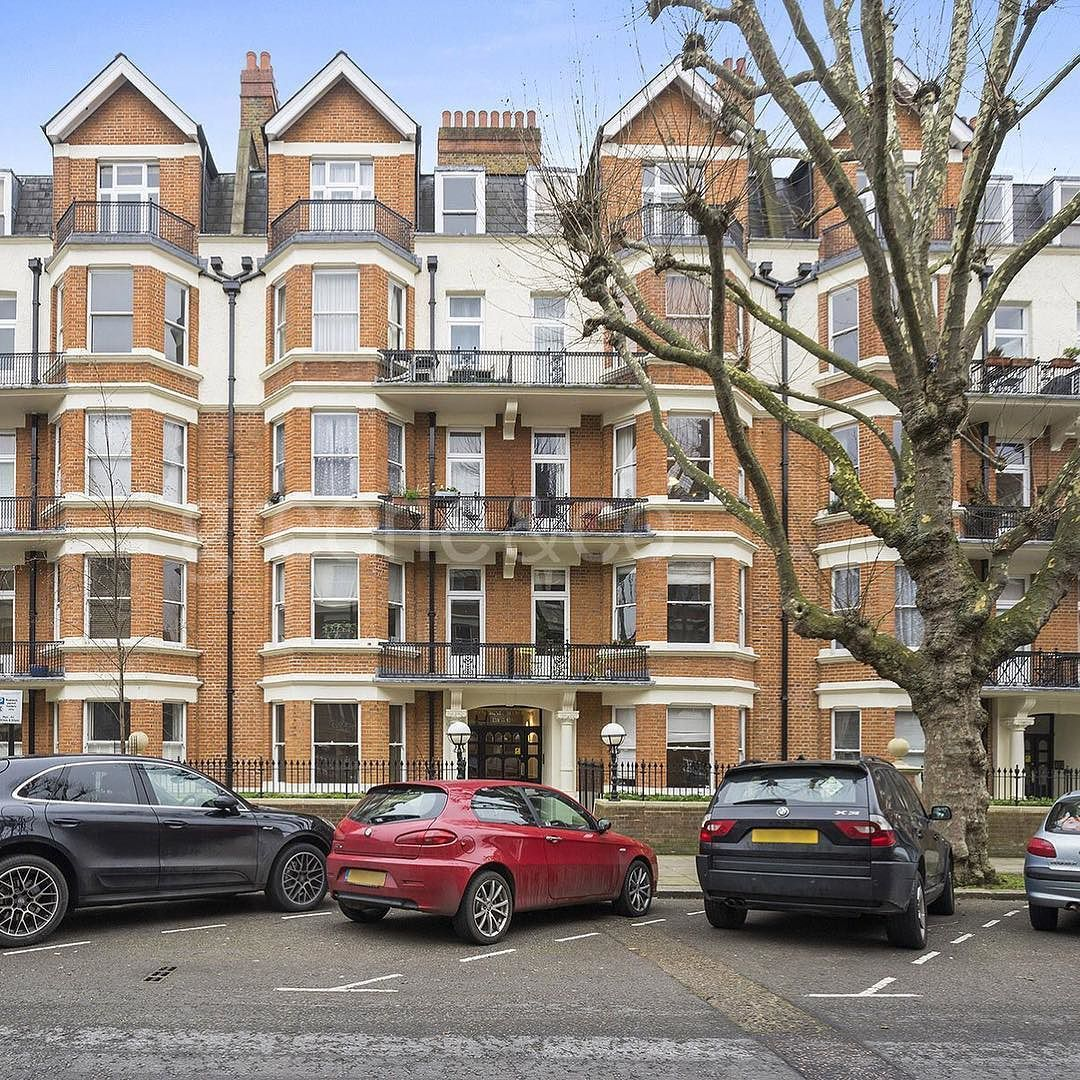 Two Bedroom Apartments London: This Well-presented Two Bedroom Apartment Is Set In One Of