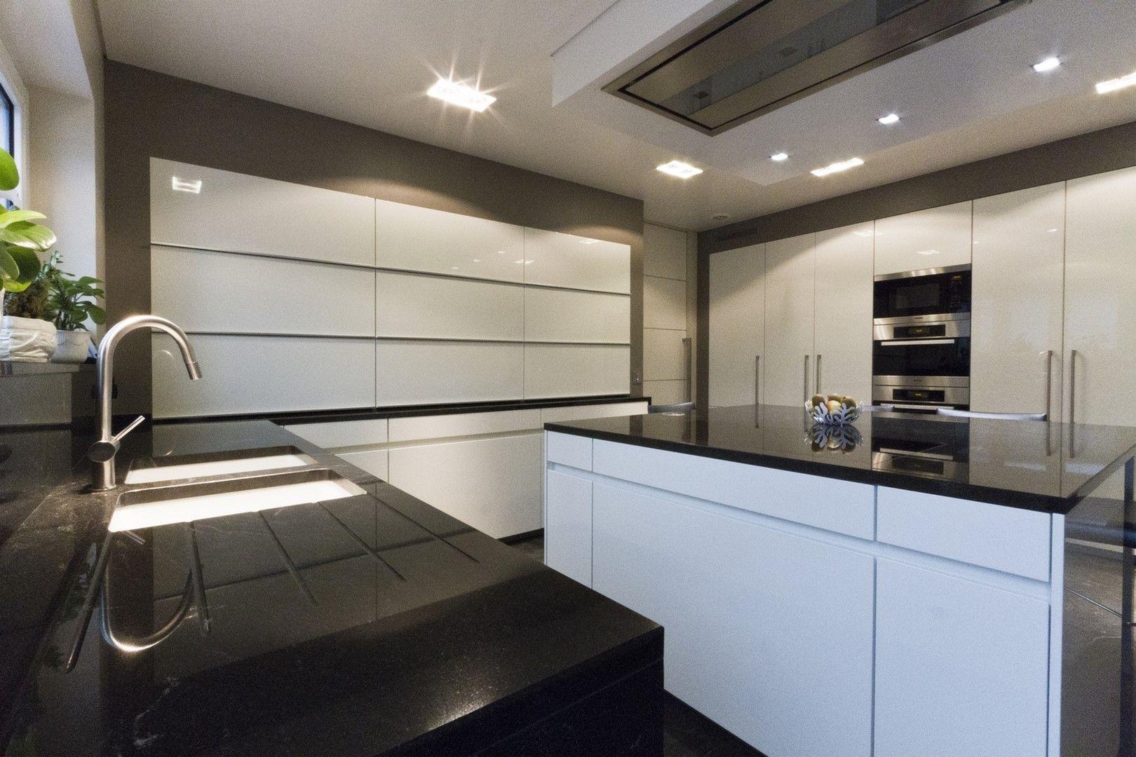 Pin by Lampertz Stone Designer on Küche mit Arbeitsplatte aus ...