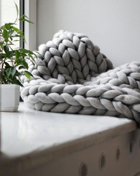 un plaid en tricot g ant xxl tricot tricot plaid tricot et tricot g ant. Black Bedroom Furniture Sets. Home Design Ideas
