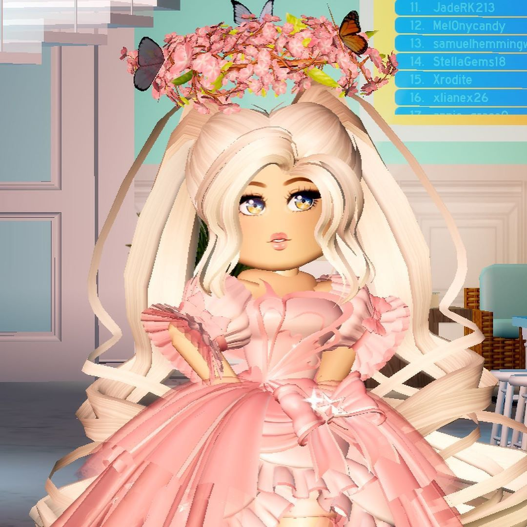 Royal Roblox On Instagram My First Ever Halo Location Beach House Theme Pink Game Royale High Pink Games Roblox Cute Tumblr Wallpaper