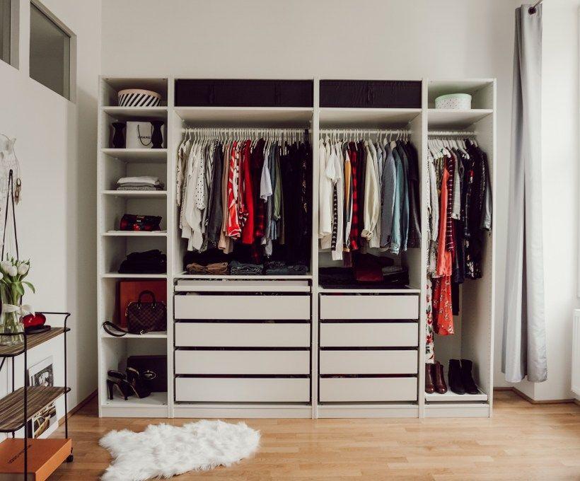 Kleiderschrank Einräumen Mit System