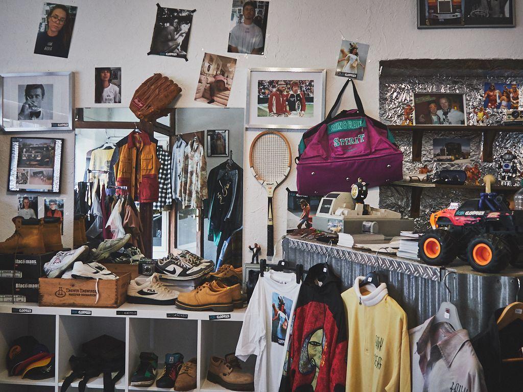 Second Hand In Dusseldorf Die Besten Vintage Shops Besten Die Dusseldorf Hand Second Hand Fashion Clot In 2020 Vintage Shops Second Hand Clothes Second Hand Shop