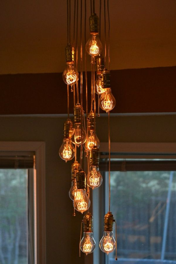 37 coole lampen die fast nur aus gl hbirnen bestehen gl hbirnen lampen und wohnzimmerlampe. Black Bedroom Furniture Sets. Home Design Ideas