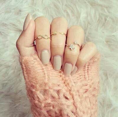 Unhas e anéis ..