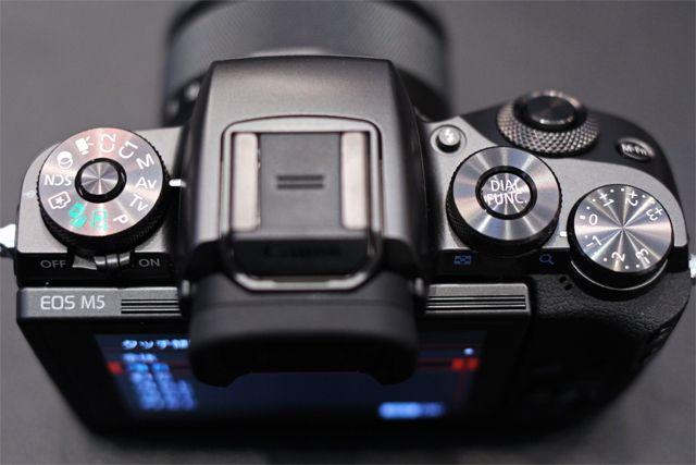 キヤノン「EOS M5」ハンズオン! タッチ&ドラッグAFの衝撃。デジタル一眼レフとの距離を大幅に縮めた6