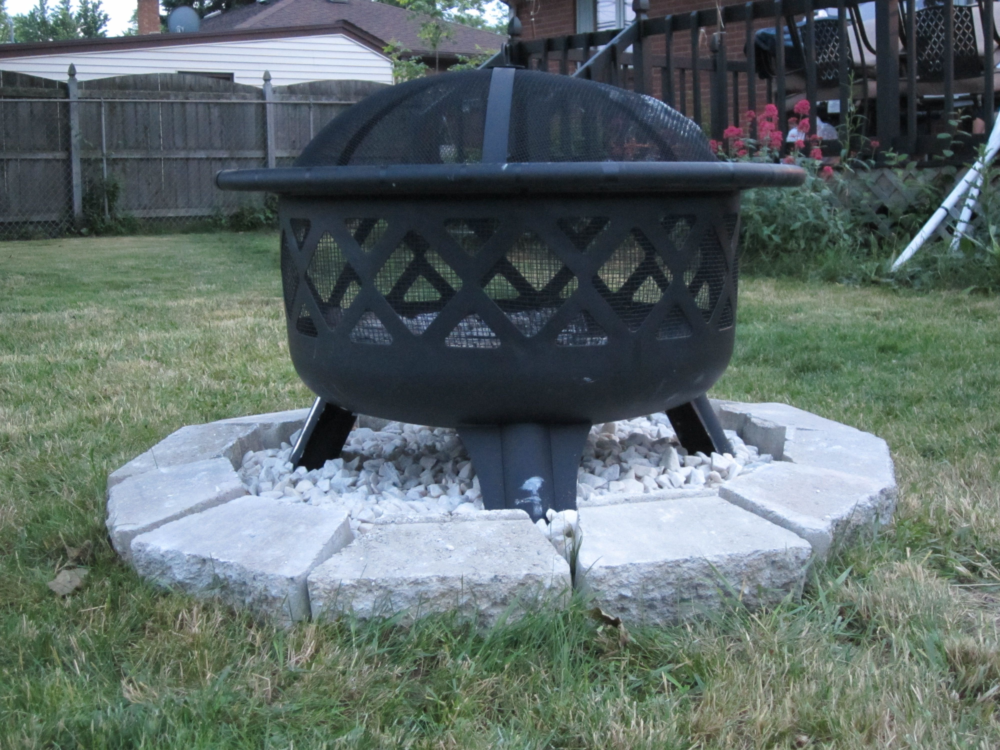 Diy Little Rock Pit For Your Fire Pit Put A Plastic Garbage Bag Over The Grass Line The Paving Rock Around It Fil Fire Pit Area Fire Pit On Grass