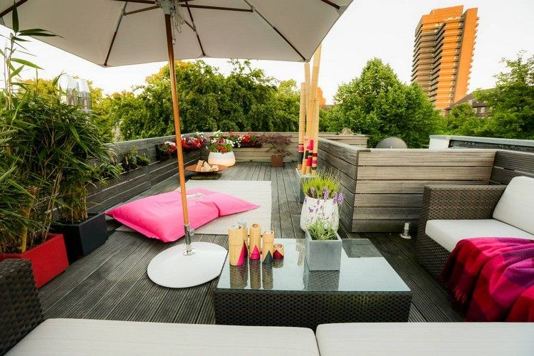 aménager une terrasse d\'appartement avec coussin de sol rose ...