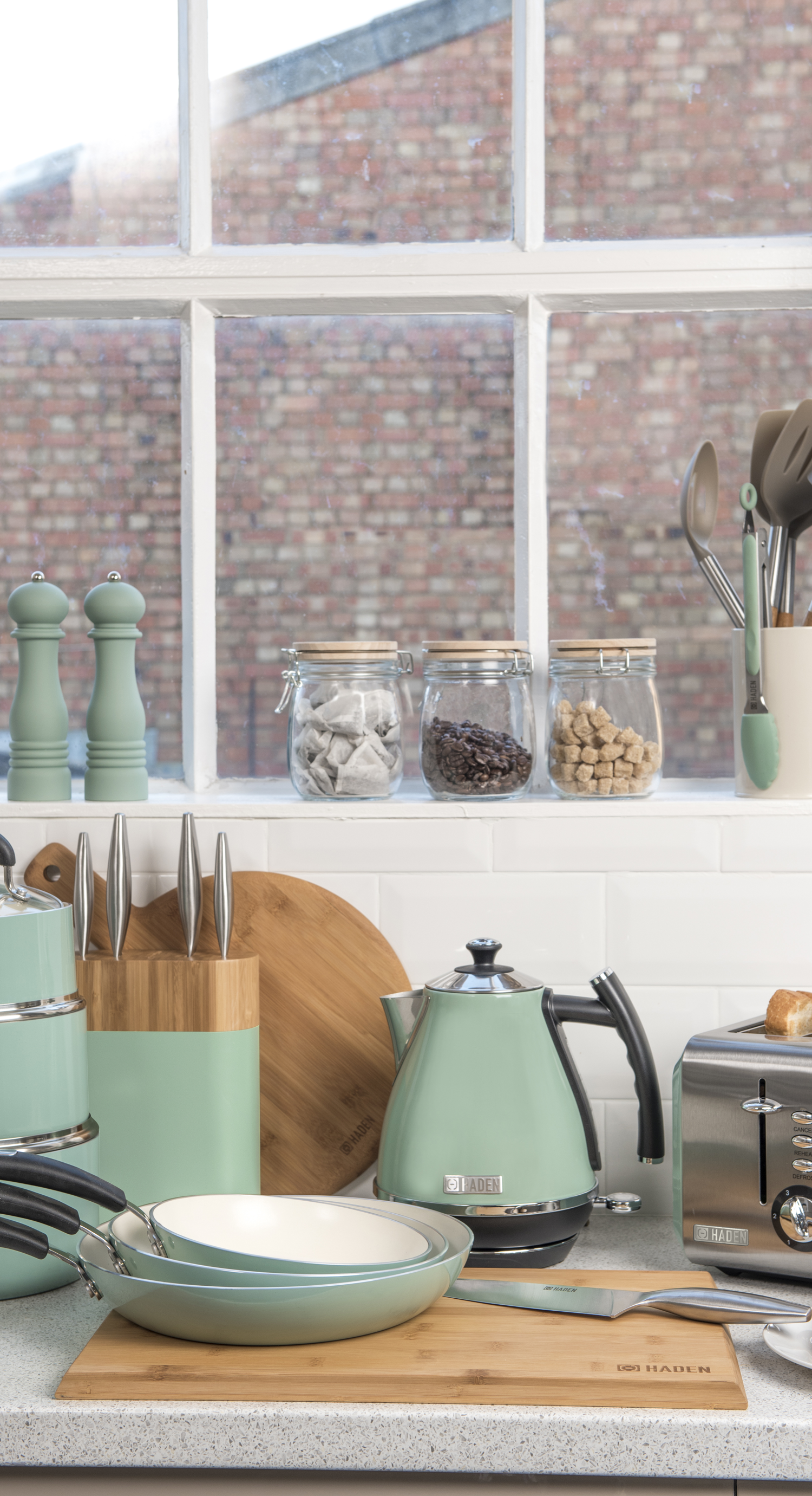 Sage coloured pastle kettle