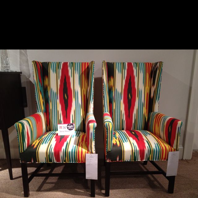 Great colors at Hickory Chair - very Oscar de la Renta. Would be striking flanking a console in an entryway. #hpmkt