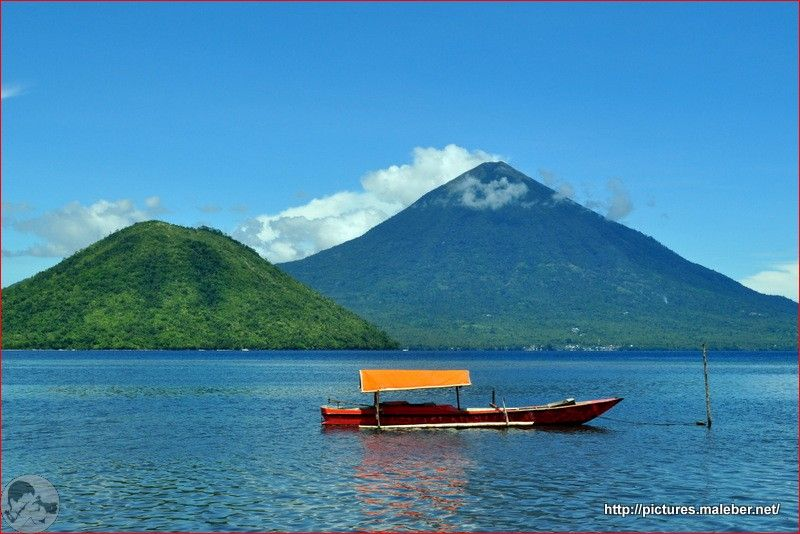 Pemandangan Pulau Maitara Dan Tidore Kota Tidore Kepulauan Maluku Utara