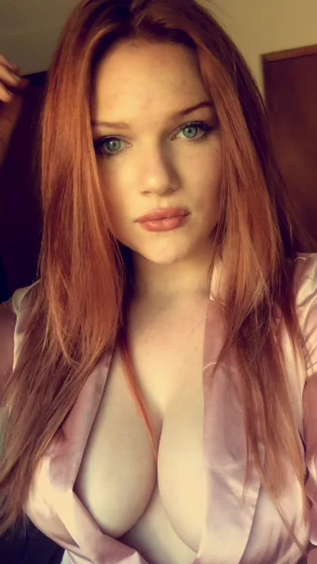 Amateur boob redhead