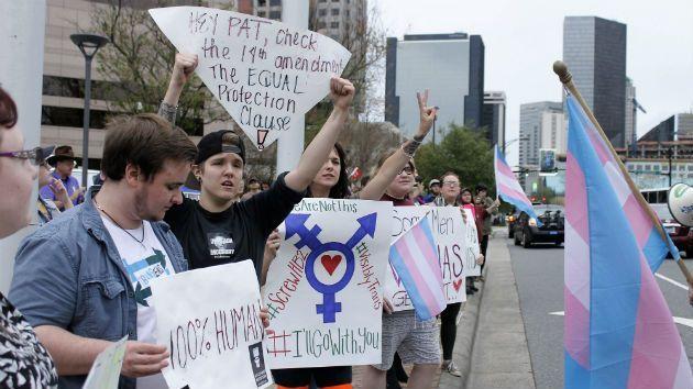 Obama Administration To Public Schools Let Transgender Students Go - Transgender bathrooms in schools
