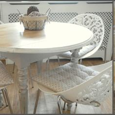 Table Ronde Relookee Campagne Chic En Chene Massif Patine Taupe Et Bois Relooking Cm Homedeco Mobilier De Salon Table Salle A Manger Relooker Meuble