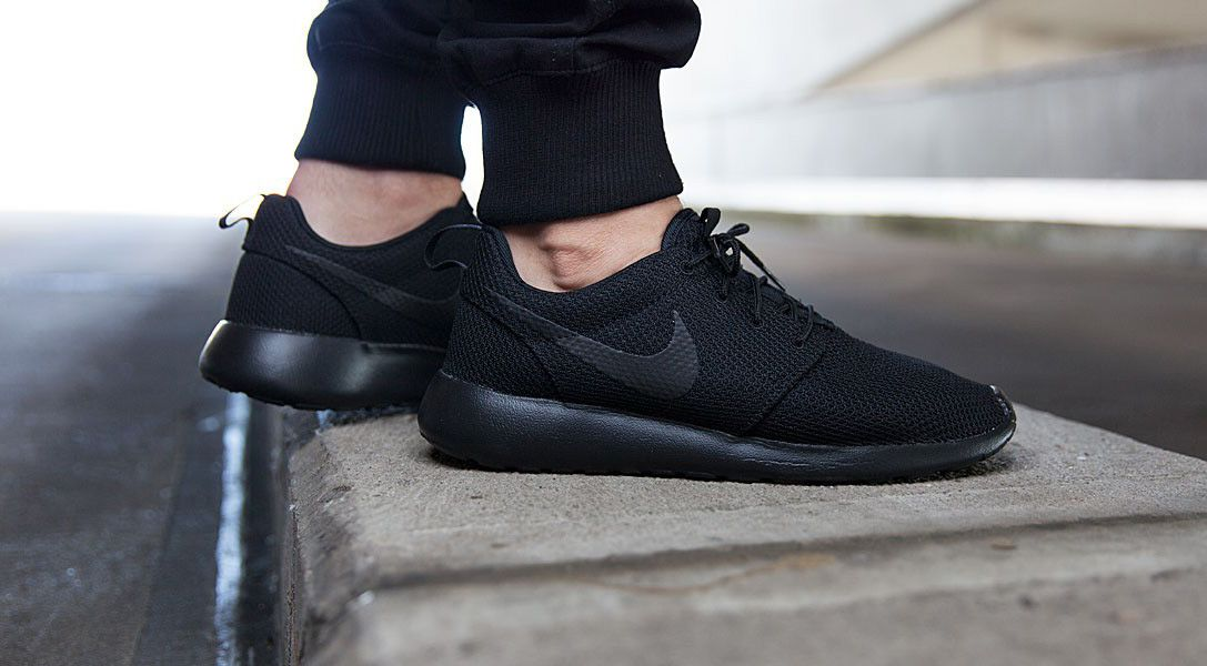 cheap for discount 6cbe5 dbfb5 Nike Roshe One 'Triple Black' | Shoes, Shoes, Shoes! | Nike ...
