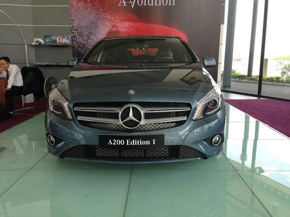 Mercedes A200 2016 phiên bản cải tiến trang bị thêm nhiều option, mời quý vị và các bạn xem thêm A200 2016 tại link: -Mercedes A200 : http://mercedesvietnam.net/xe-mercedes/mercedes-a200/ -Mercedes A250 AMG : http://mercedesvietnam.net/xe-mercedes/mercedes-a250/  -Mercedes CLA 200 : http://mercedesvietnam.net/xe-mercedes/mercedes-cla200/ -Mercedes CLA 250 : http://mercedesvietnam.net/xe-mercedes/mercedes-cla250/ http://mercedesvietnam.net/xe-mercedes/mercedes-cla45-amg/