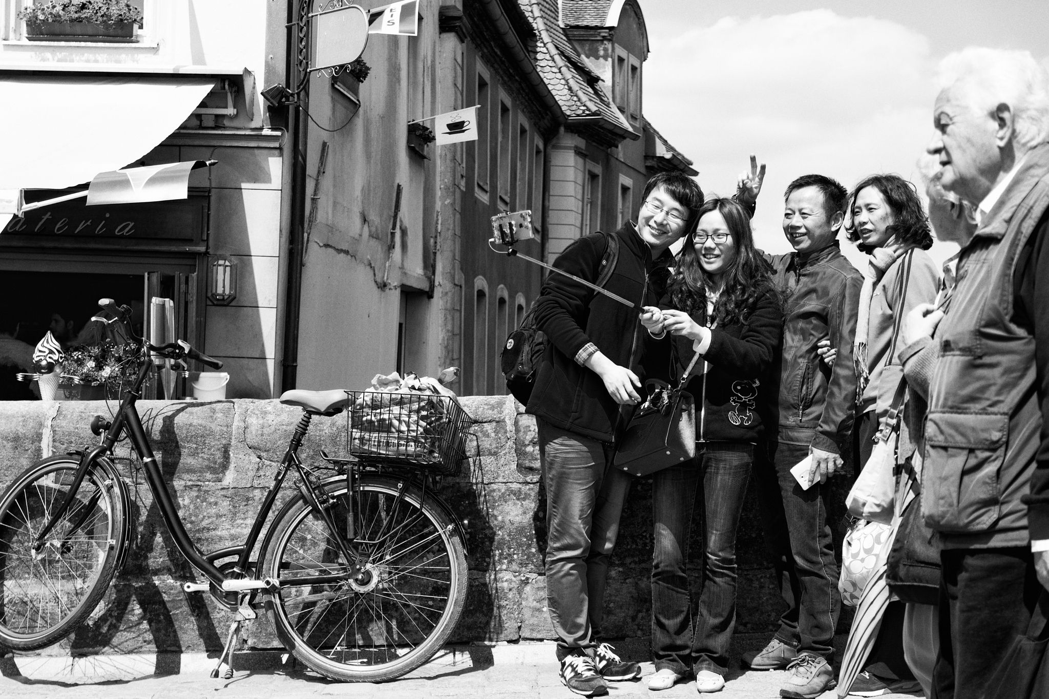 """""""cheeeese"""" An Asian family in Bamberg. Photographing"""