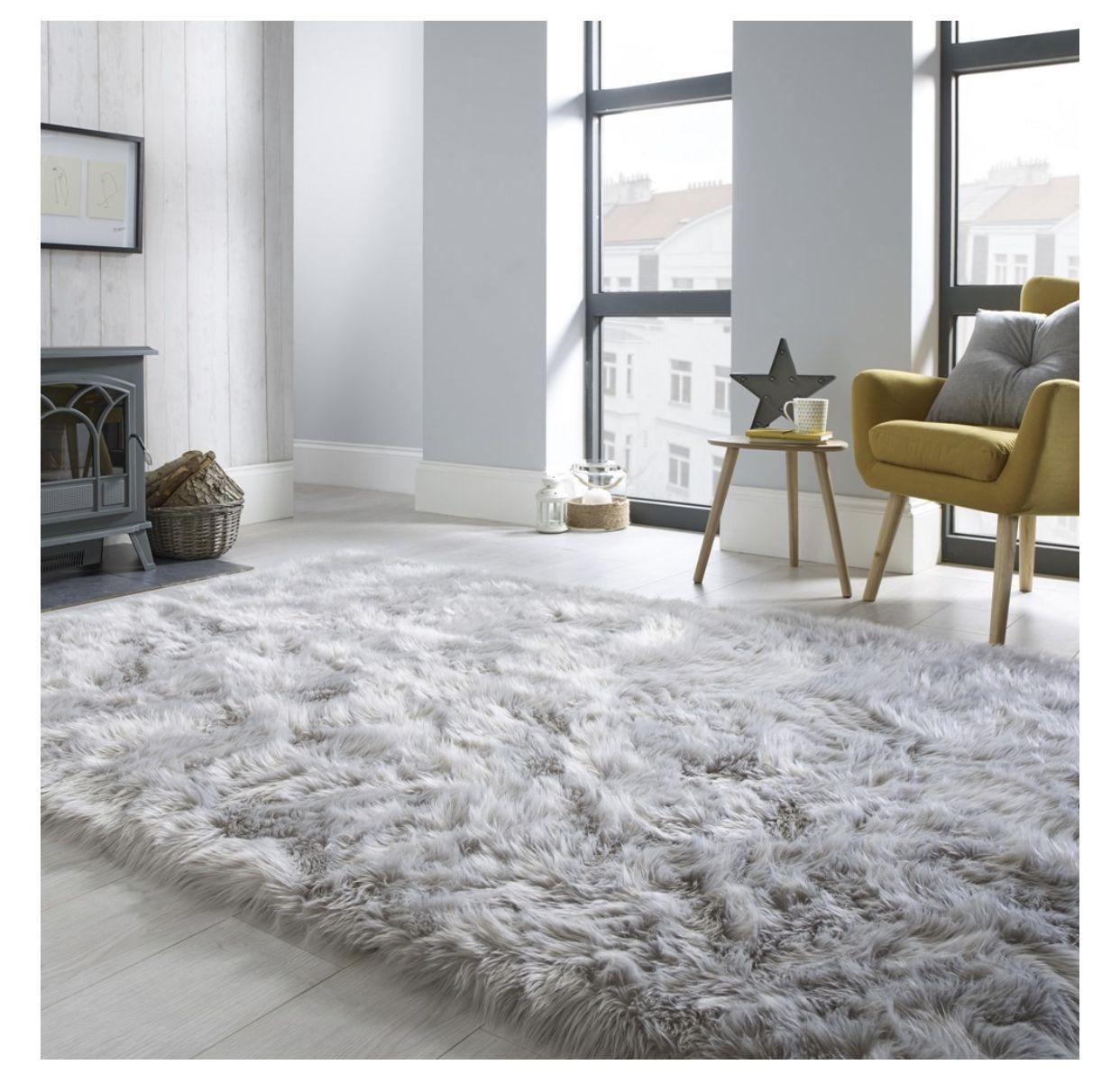 Pin By Bianca Malita On Rug In 2020 Rugs In Living Room Grey Bedroom Rug Gray Rug Living Room #sheepskin #rug #in #living #room