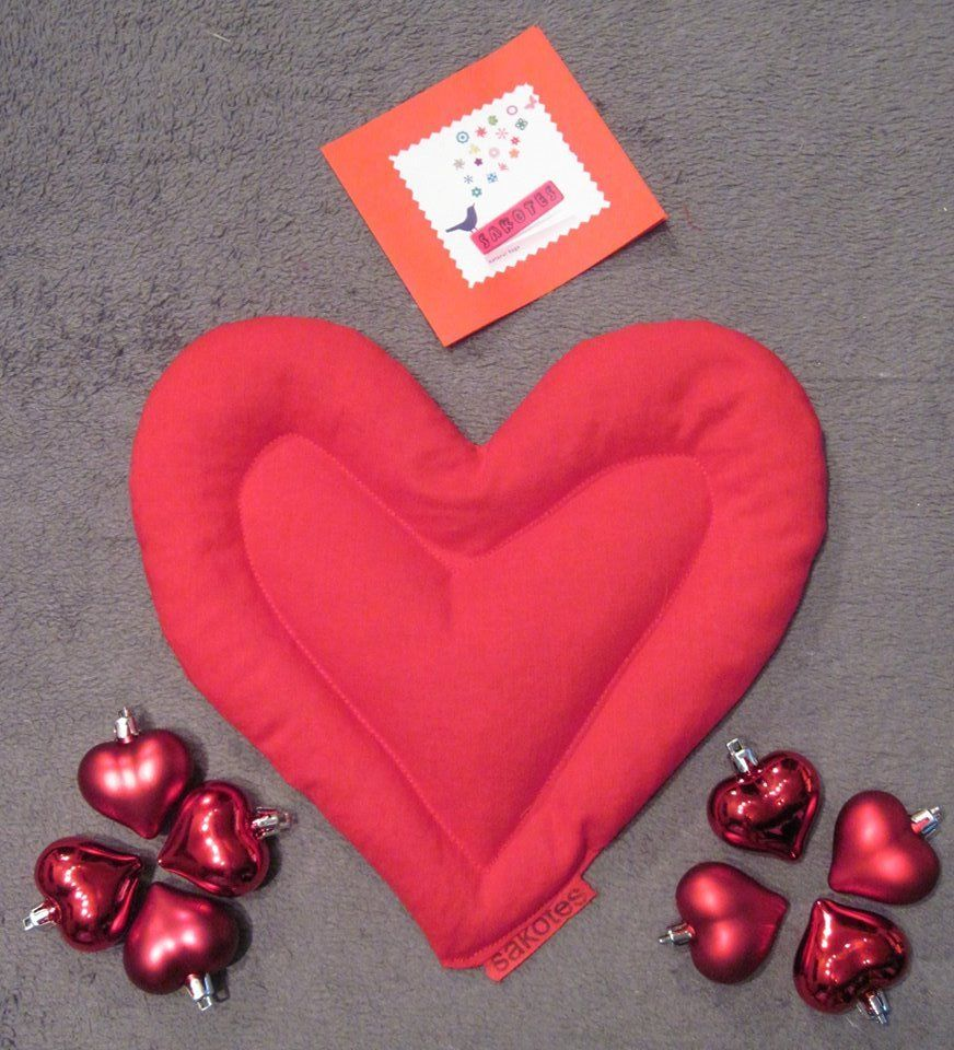 """#muerodeamor #sacotermico #sakotes ¿Te gusta el nuevo """"Amour Sakote""""? Especial San Valentín. No dudes en regalarlo a esa persona que tantyo quieres."""