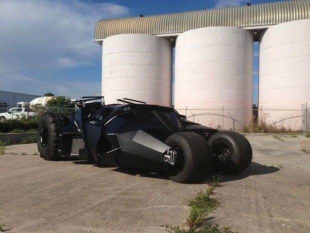 Réplica do Batmóvel está à venda por R$ 2,3 milhões