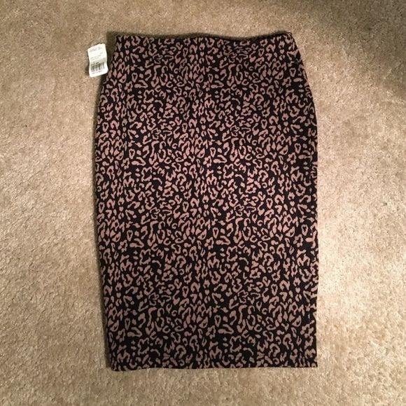 Never worn new with tags Leopard pencil skirt Pencil skirt never worn new with tags in fun leopard print by Forever21 Forever 21 Skirts Pencil