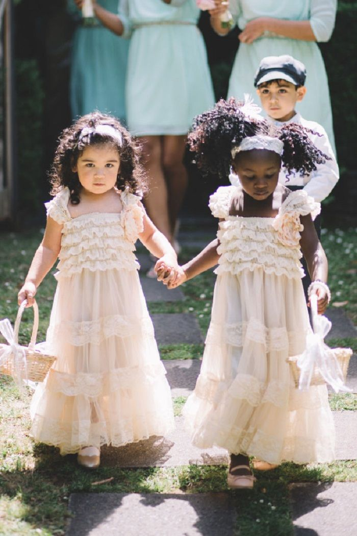 Adorable flower girls | itakeyou.co.uk #wedding
