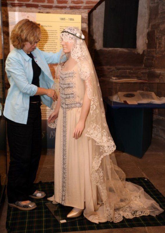History Wedding Dress Lady Elizabeth Bowes Lyon Queen Of England Wedding Dresses Lady Elizabeth Womens Dresses