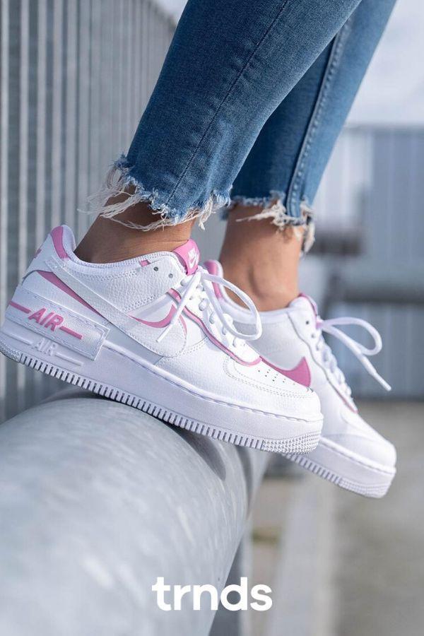 Nike Air Force 1 Shadow Magic Flamingo Ci0919 102 The Sole Womens In 2020 Pink Nike Shoes Nike Shoes Air Force Nike Air Shoes Para hacer la fuerza aérea aún más interesante, se refina aquí con un motivo glitch pintado a mano. pinterest