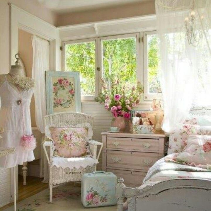 I want this room....so pretty Shabby chic schlafzimmer