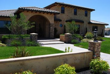 Low Concrete Wall Front Yard Entry Front Yard Retaining Wall Mediterranean Landscaping Tuscan House House Exterior