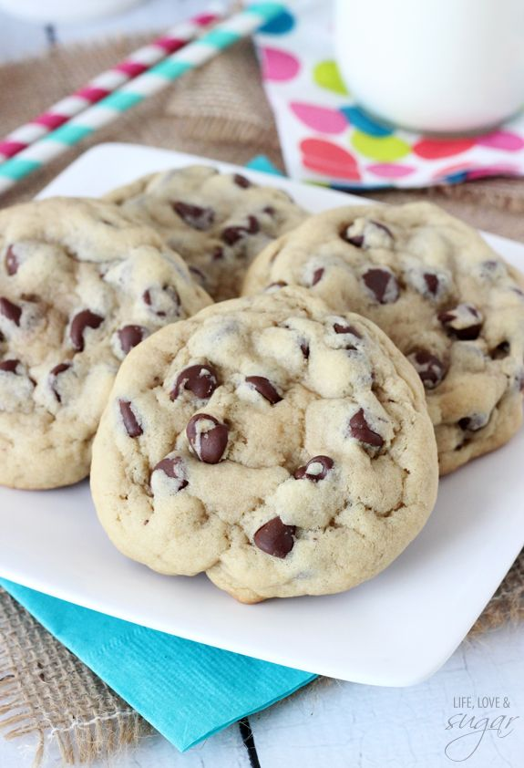 A new chocolate chip recipe to try...Bakery Style Chocolate Chip Cookie - thick, chewy and so good!