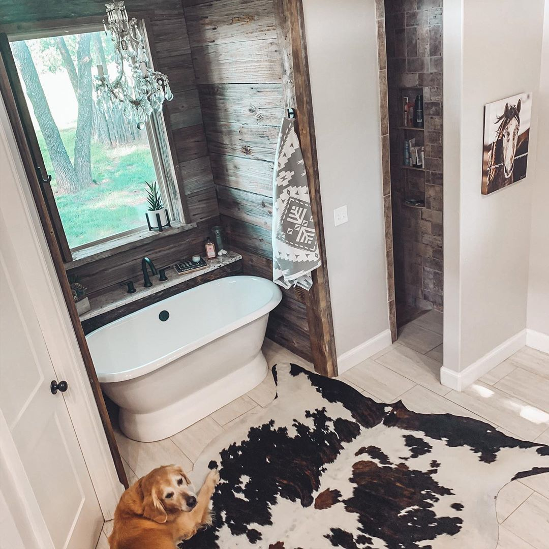 Lindsey Forst On Instagram After Lots Of Debate About A New Bathroom Rug It S Cowhide For The Win In 2020 Barn House Plans Western Home Decor Western Bathrooms