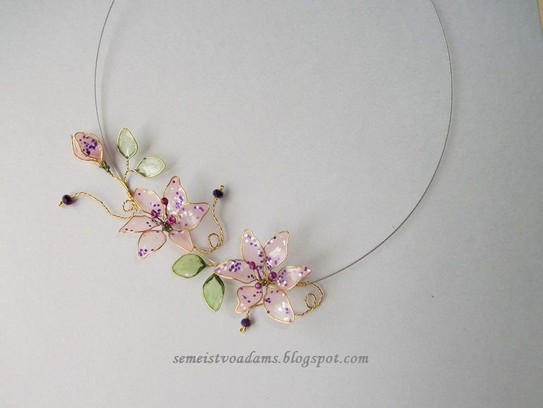 Wire flowers necklace with nail polish by semeistvoadams.blogspot.com
