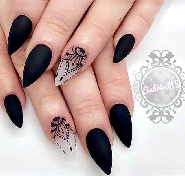 60 Elegant Black Stiletto Nail Designs For Winter Holidays In 2020 Stiletto Nails Designs Gothic Nails Black Nail Designs