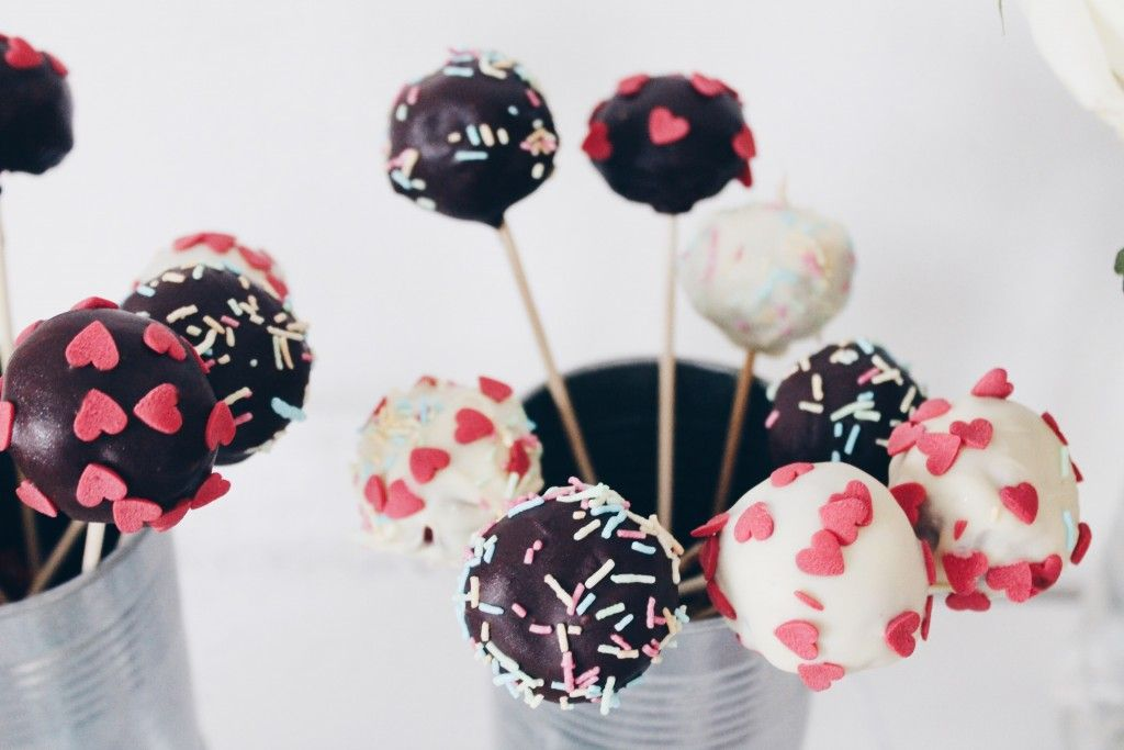 Red velvet cake pops with sprinkles – The Hot Mess