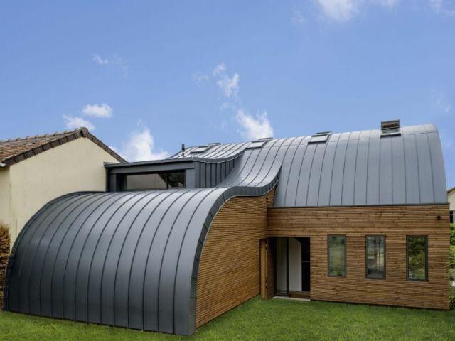 Une vague de zinc déferle du toit au sol Pinterest Zinc roof