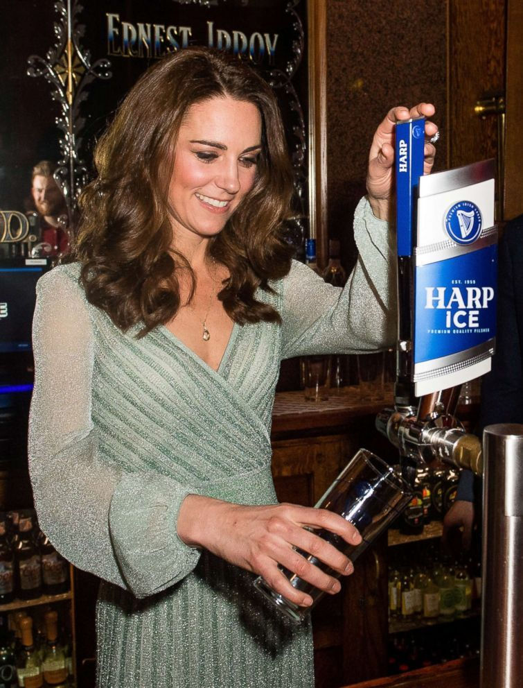 Cheers Kate Middleton Bartended At A Pub On A Royal Trip