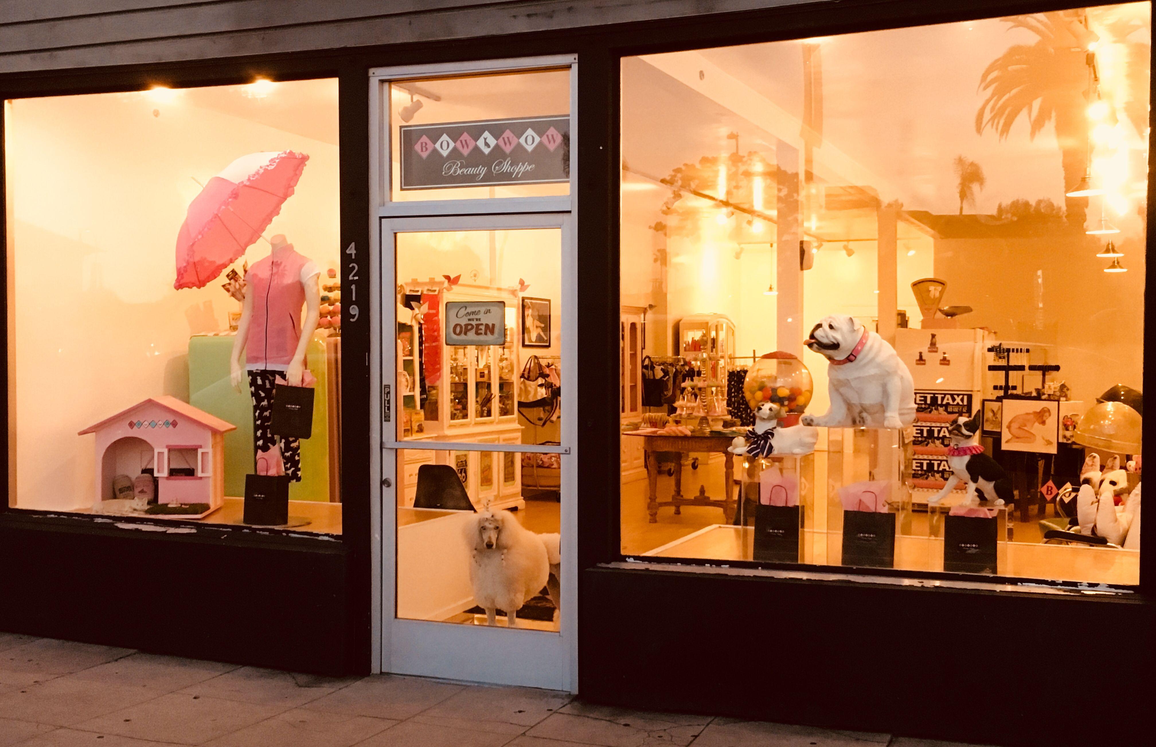 Pet Boutique Window Display Bow Wow Beauty Shoppe San Diego Ca Dog Boutique Ideas Pet Boutique Dog Window