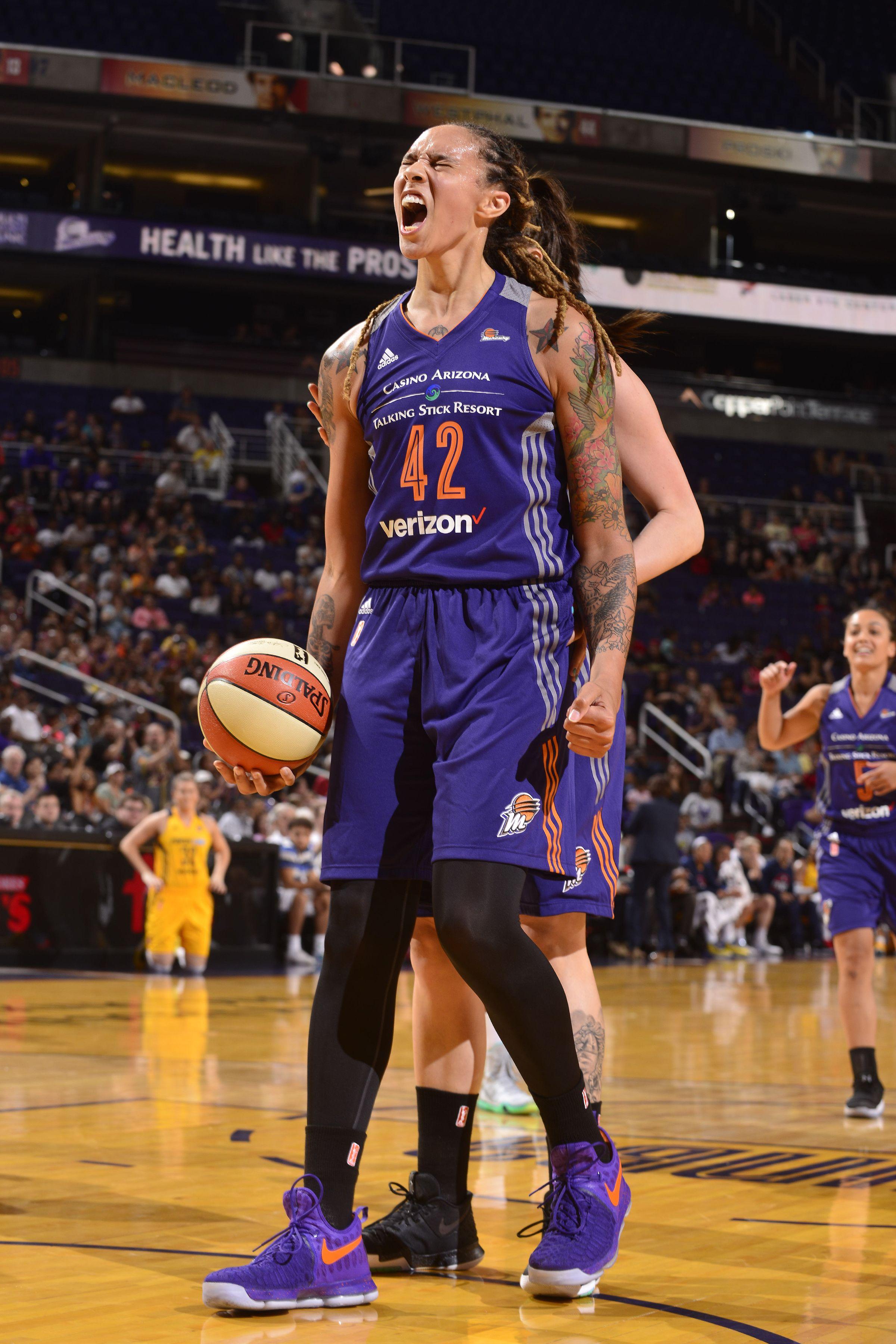 Brittney Griner Breaks 30 For The First Time In Her Career Fansided Basketball Clothes Basketball Girls Brittney Griner