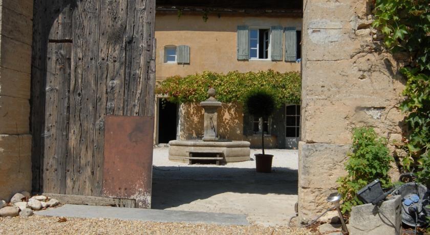 Booking B\B   Chambres du0027hôtes Clos De La Fontaine - Cabrières - chambre d hotes aix en provence piscine