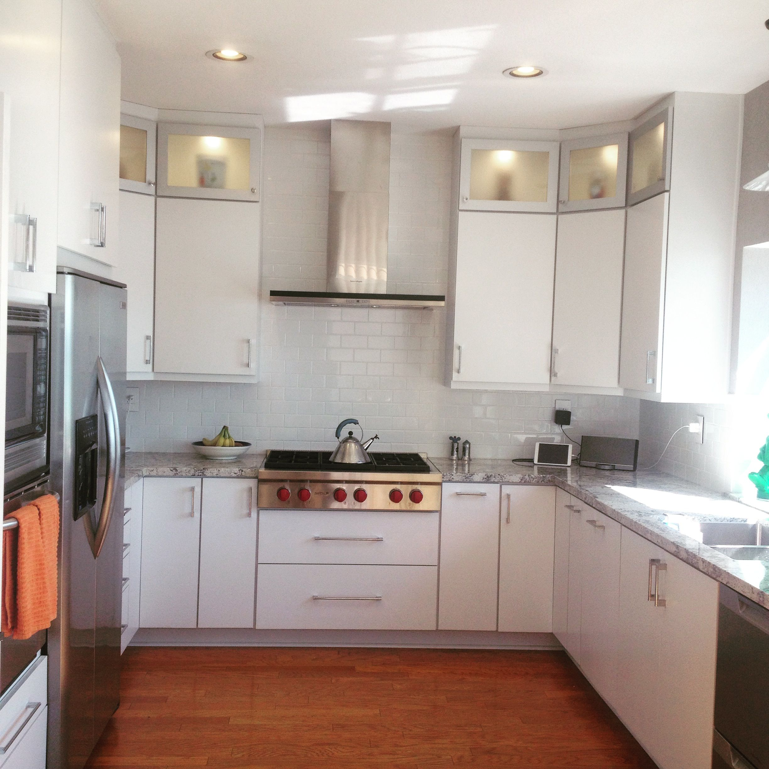 White Slab Cabinets With Aluminum Glass Stacked Uppers Inling