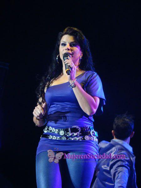 Olga Tañón  | Olga Tañon estuvo que quemaba en su concierto Fuego en Vivo.