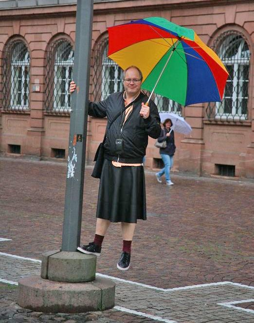 Juergen doing a pole dance   Guys in skirts, Men in kilts